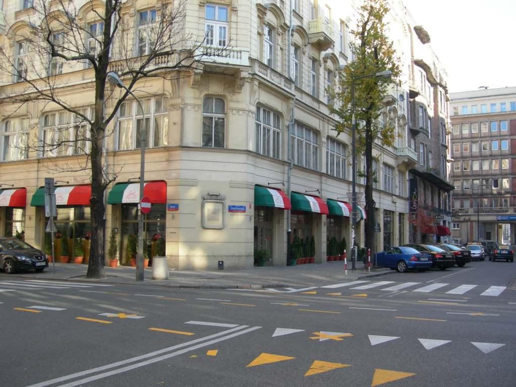フィルハーモニアはす向かいのレストラン.jpg